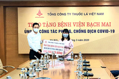 Vinataba tặng BV Bạch Mai 300 triệu đồng và thiết bị chống dịch Covid-19