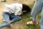 Nữ sinh lớp 9 Thanh Hóa bị bạn quây đánh giữa đồng