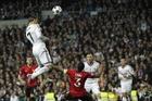 """C.Ronaldo, """"siêu sát thủ"""" trên không khiến mọi thủ môn run sợ"""