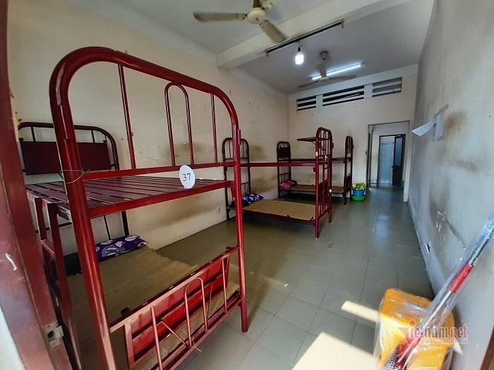 Lau giường sạch bóng chờ đón 4.000 người cách ly ở Bình Dương