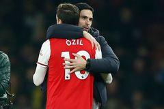 """Arsenal trọng dụng Ozil, tuyển ngay """"máy quét"""""""