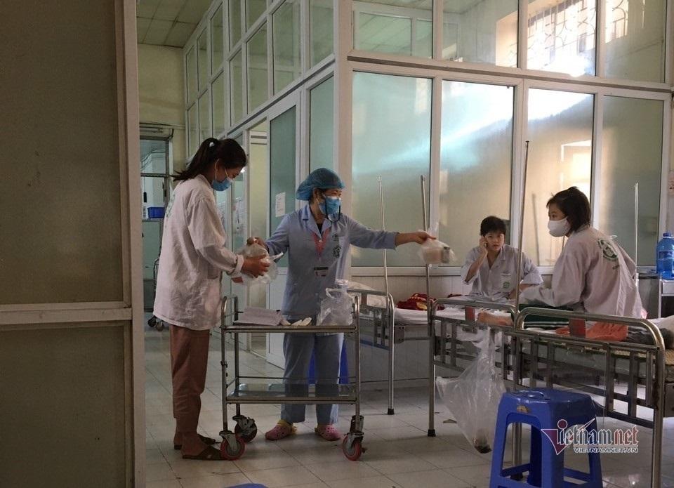 """Bệnh nhân BV Bạch Mai: """"Chúng tôi dựa vào nhau, dựa vào bác sĩ"""""""