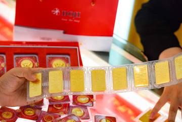 Giá vàng hôm nay 1/4, vừa sụt giảm, vàng vụt tăng trở lại