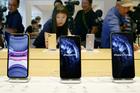 Chiếc smartphone bán chạy nhất thế giới hết hàng do đại dịch Covid-19
