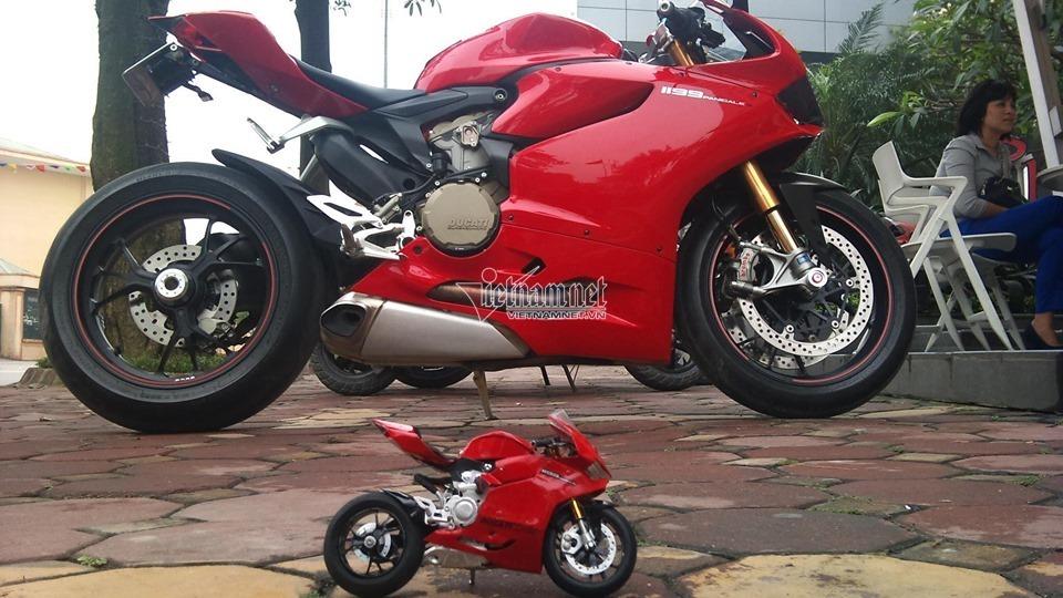 Thán phục Long Ducati làm mô hình môtô cực tinh xảo, giống y xe thật