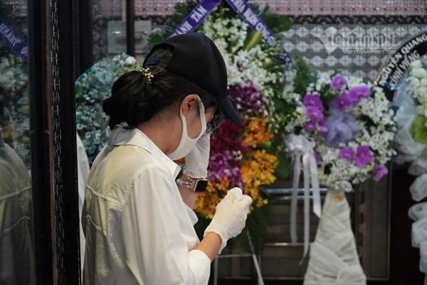 Cha Mai Phương bần thần tiễn con gái ngày cuối