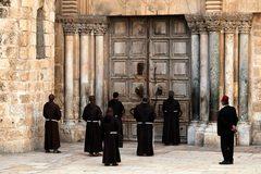 Nhà thờ nổi tiếng ở Jerusalem lần đầu đóng cửa sau 700 năm vì Covid-19