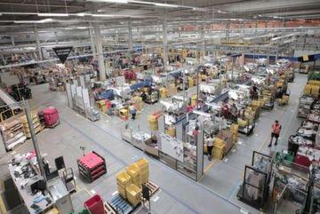 Coronavirus: Amazon workers threaten strikes over virus protection