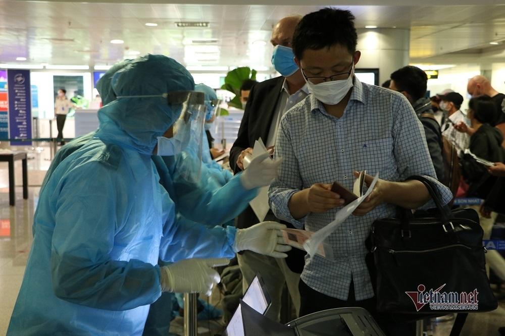Du khách từ Đà Nẵng đến sân bay Tân Sơn Nhất sẽ cách ly tập trung 14 ngày