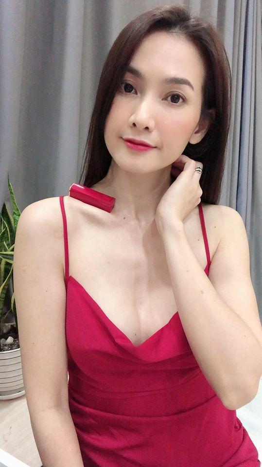 Mẹ đơn thân Anh Thư khoe thân hình gợi cảm U40