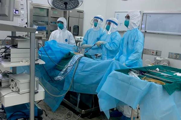 Mổ cấp cứu trong đêm cho nam thiếu niên Hà Nội cách ly vì Covid-19