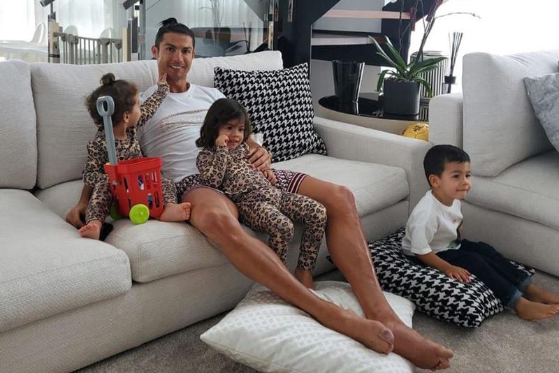 Ronaldo: 'Hãy ở nhà, để giúp các bác sĩ!'