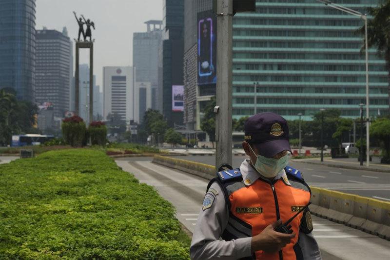 Số ca tử vong vì Covid-19 cao nhất Đông Nam Á, Indonesia cấm cửa người nước ngoài