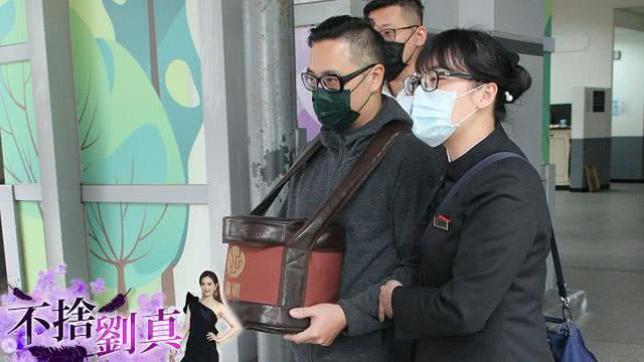Chồng nghẹn ngào tổ chức tang lễ cho mỹ nhân Đài Loan