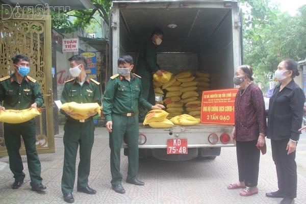 Cụ bà Hà Tĩnh 101 tuổi dành tiền tiết kiệm mua 2 tấn gạo ủng hộ chống dịch