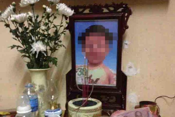 Mức án nào cho mẹ và cha dượng bạo hành cháu bé 3 tuổi?