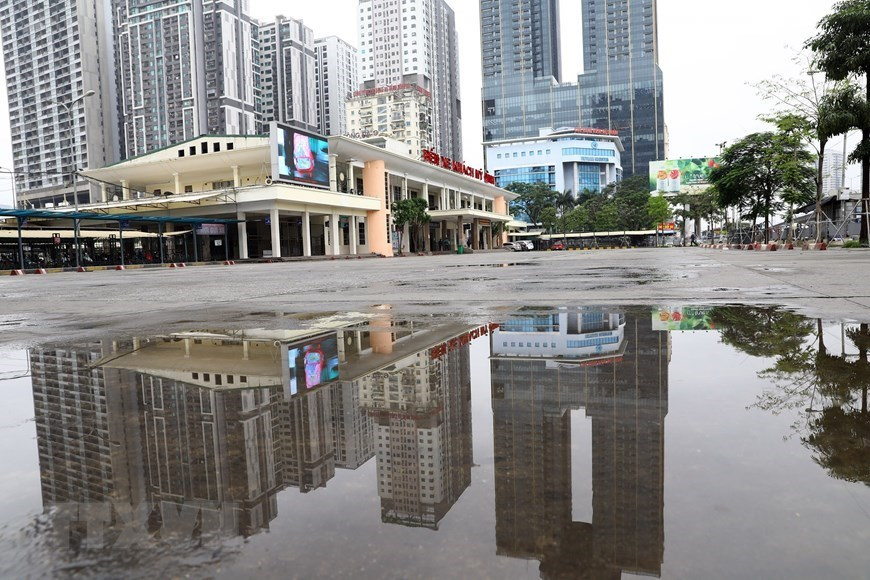 Hanoi on first day implementing PM's order on social distancing