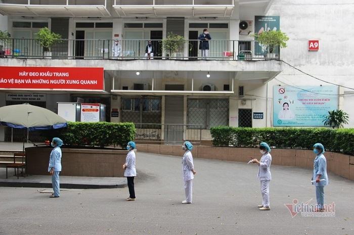 2.500 nhân viên Bạch Mai được lấy mẫu xét nghiệm Covid-19 lần 2