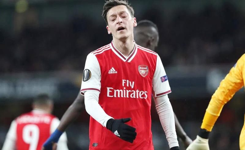 Arshavin thẳng tưng: 'Ozil nên biến khỏi Arsenal'