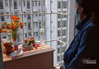Không được về dự đám tang, vợ lập bàn thờ chồng trong khu cách ly