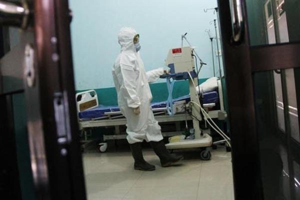 Nạn nhân Covid-19 trẻ nhất Indonesia nhiễm cả sốt xuất huyết