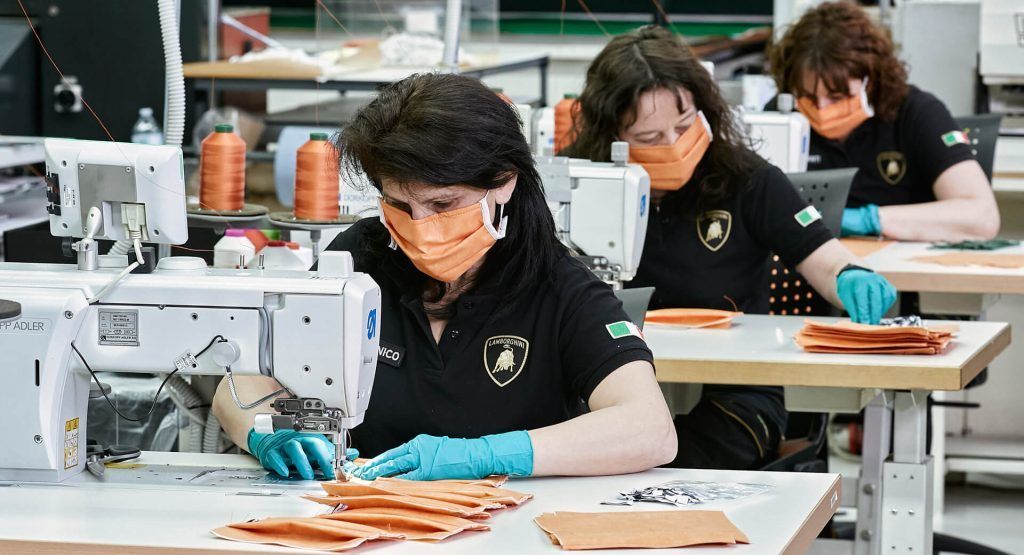 Lamborghini bắt tay vào sản xuất khẩu trang chống dịch Covid-19