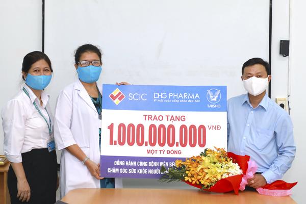 Dược Hậu Giang tặng 2,6 tỷ đồng cho bệnh viện tuyến đầu phòng dịch