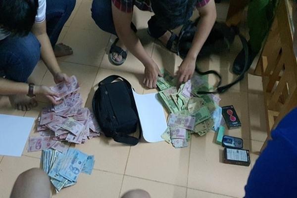 2 thanh niên khống chế nhân viên ngân hàng ở Quảng Nam, cướp gần 200 triệu