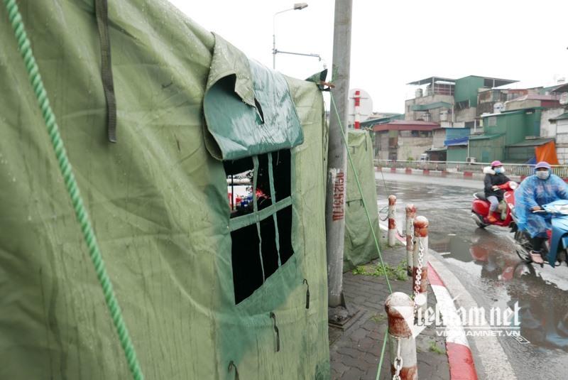 30 chốt kiểm tra khắp cửa ngõ, người ra vào Hà Nội phải khai báo y tế