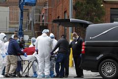 Số người chết ở Mỹ vượt 5.000, Lầu Năm Góc phát 100.000 túi đựng xác kiểu quân đội