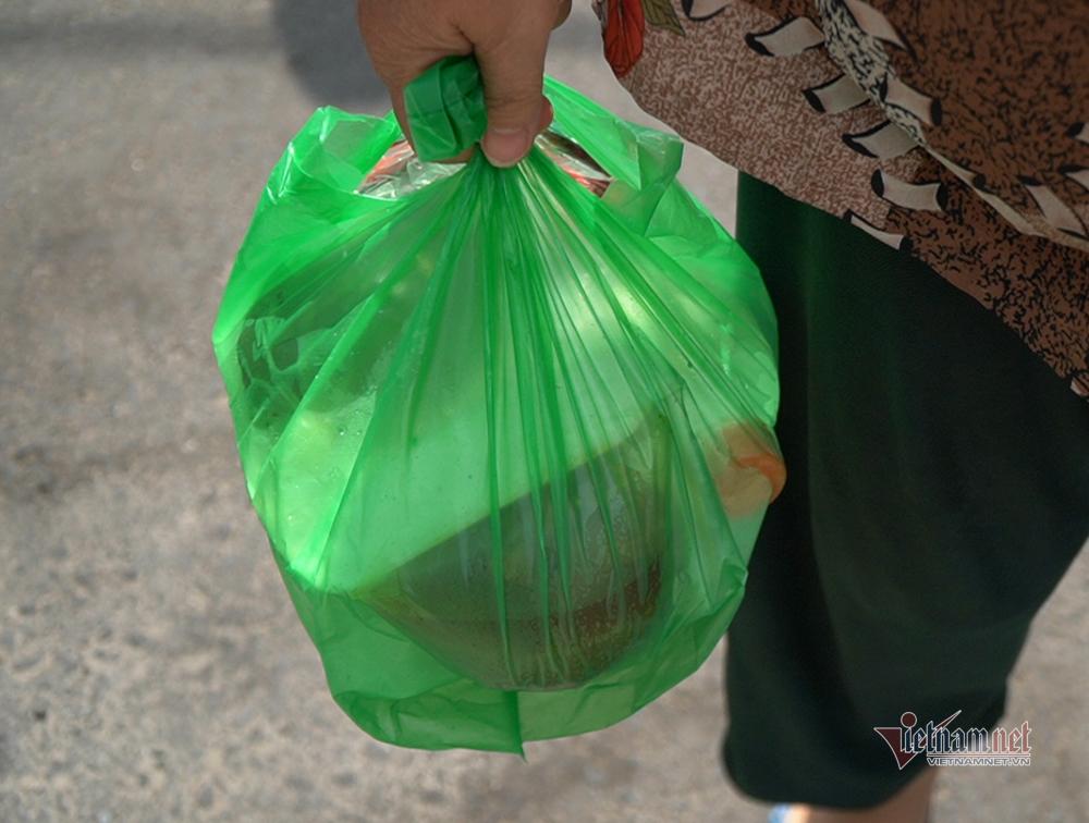 Quán cơm Sài Gòn mỗi ngày phát 600 phần ăn miễn phí
