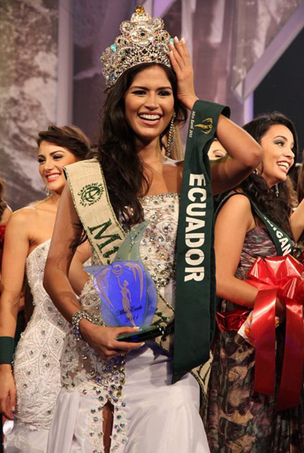 Hoa hậu Trái Đất 2011 dương tính với Covid-19