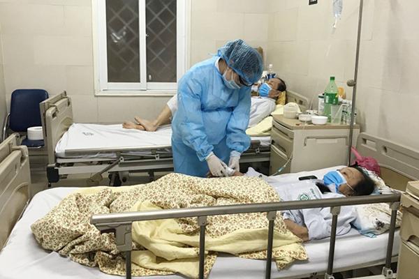 Bộ Y tế yêu cầu BV Bạch Mai không để nhân viên bầu 9 tháng chống dịch Covid-19