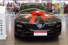Cách ly xã hội chuyển bán online, ô tô tiếp tục giảm giá hàng loạt
