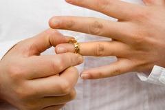 Ly hôn, vợ đòi chia tài sản mua bằng tiền của bố mẹ chồng