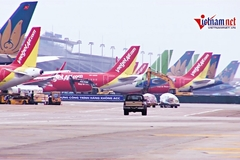 Cảnh rất khác ở Nội Bài: Trăm tàu bay im lìm, nằm chen nhau nơi sân đỗ