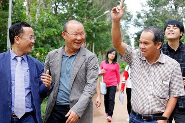 Bầu Đức bị lợi dụng, làm chia rẽ bóng đá Việt?