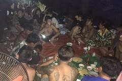 Chủ quán massage tổ chức 25 người ăn nhậu thời cách ly toàn xã hội