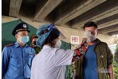 21 giờ không nghỉ của nữ cán bộ y tế phường nơi cửa ngõ Hà Nội