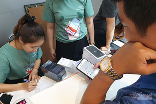 Smartphone sales down, laptop ups