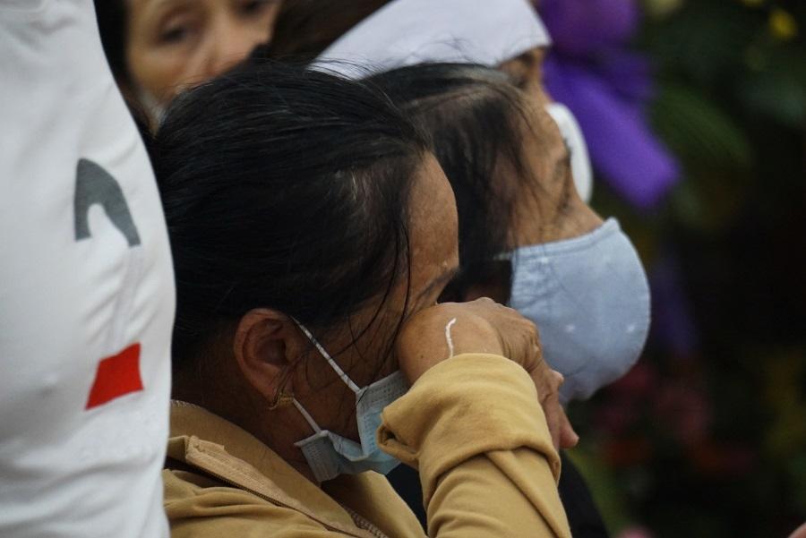 Người thân khóc lặng bên linh cữu 2 công an ở Đà Nẵng hy sinh