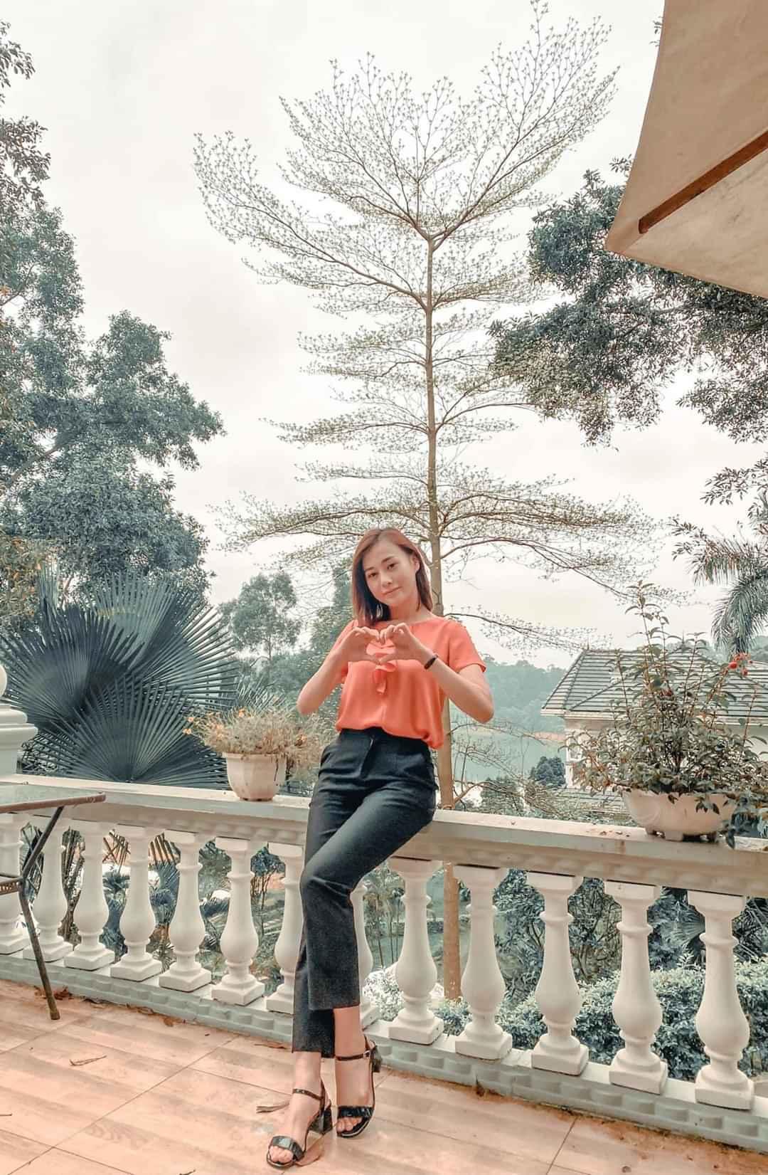 Phạm Hương diện bikini nằm phơi nắng khoe dáng chuẩn