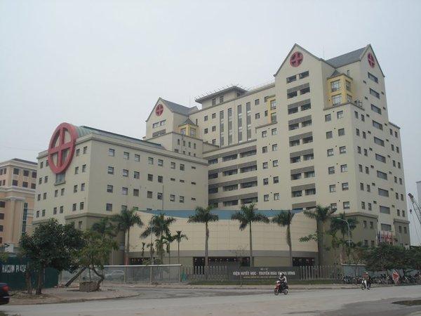 Cách ly 89 y bác sĩ, hơn 200 người Hà Nội vì tiếp xúc bệnh nhân 237