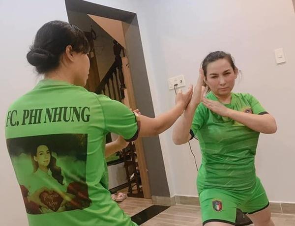 Mỹ nhân Việt đua nhau tập luyện giữ dáng ở nhà 'mùa cách ly'