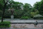 Công viên Hà Nội tĩnh lặng ngỡ ngàng ngày đầu phạt vi phạm cách ly