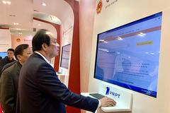 Bộ trưởng kêu gọi dân làm thủ tục trực tuyến phòng dịch