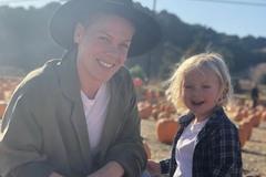 Pink cùng con trai bị nhiễm virus corona