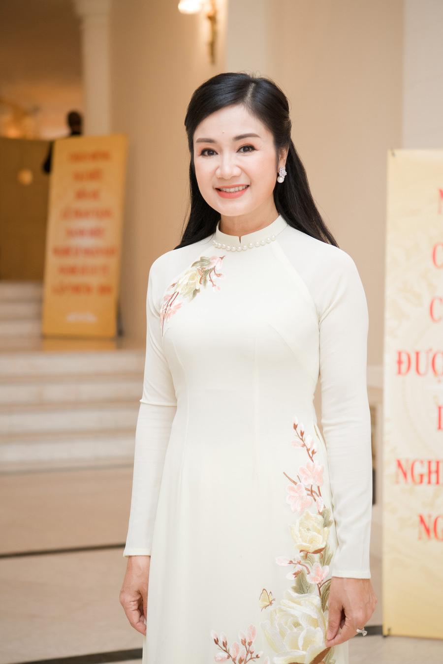 NSND Thu Hà 'lá ngọc cành vàng' trẻ đẹp U50