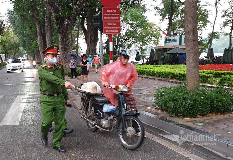 Thủ tướng: Xử nghiêm những ai không đeo khẩu trang, tụ tập đông người