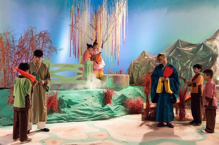 Con gái út vợ chồng Lưu Hương Giang xuất hiện MV mới của Hoàng Thuỳ Linh